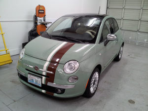 Brown and white stripes for green Fiat 500